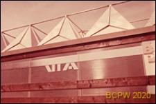 VI Kongres UIA, górna część elewacji pawilonu biurowego z logotypem UIA, Londyn, Wielka Brytania