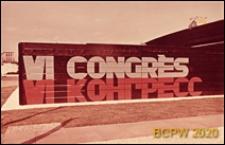 """VI Kongres UIA, fragment elewacji pawilonu wystawowego z napisem """"VI Congrès"""" w dwóch językach, Londyn, Wielka Brytania"""