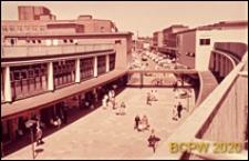 Fragment ulicy dla pieszych w centrum miasta, widok z góry, Coventry, Anglia, Wielka Brytania