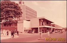 Centrum handlowe, widok naroża budynku, Hemel Hempstead, Anglia, Wielka Brytania