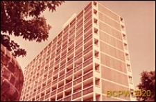 Osiedle mieszkaniowe Loughborough Road Estate, wieżowiec mieszkalny, widok naroża budynku, Londyn, Wielka Brytania