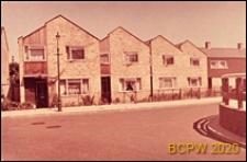 Osiedle LCC, domy piętrowe w zabudowie szeregowej, widok od strony ulicy, Londyn, Wielka Brytania