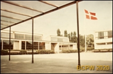 Szkoła Munkegård, widok z podcienia na dziedziniec szkolny, Kopenhaga, Dania