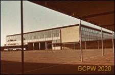 Szkoła, widok z podcienia na dziedziniec i gmach szkolny, Kopenhaga, Dania