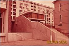 Szkoła, schody zewnętrzne przy pawilonie dyrekcji, Bagneaux, Francja