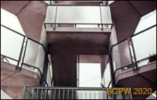 Wioska Olimpijska, fragment klatki schodowej budynku mieszkalnego, Rzym, Włochy
