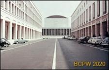 Dzielnica Esposizione Universale di Roma, widok na Pałac Zjazdów i Kongresów od strony ulicy, Rzym, Włochy