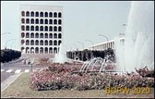 Dzielnica Esposizione Universale di Roma, Pałac Kultury Włoskiej, widok fasady budynku od strony fontanny, Rzym, Włochy