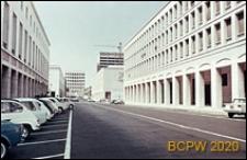 Dzielnica Esposizione Universale di Roma, widok z daleka na gmach Pałacu Kultury Włoskiej, Rzym, Włochy