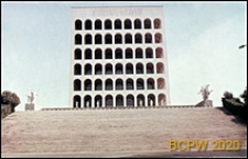 Dzielnica Esposizione Universale di Roma, Pałac Kultury Włoskiej, schody zewnętrzne prowadzące do Pałacu oraz elewacja główna budynku, Rzym, Włochy