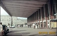 Dworzec kolejowy Termini, podcień oraz fragment elewacji frontowej budynku, Rzym, Włochy