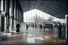 Dworzec kolejowy Termini, widok wnętrza hali dworcowej, Rzym, Włochy