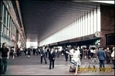 Dworzec kolejowy Termini, wnętrze nowodobudowanej hali dworcowej, Rzym, Włochy