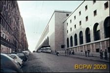 Dworzec kolejowy, fragment elewacji starej części budynku dworca, Rzym, Włochy