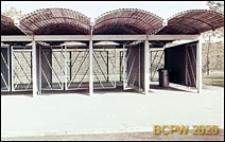 Welodrom, fragment pawilonu pomocniczego, widok na otwarte kraty drzwiowe poszczególnych segmentów pawilonu, Rzym, Włochy