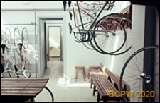 Welodrom, wnętrze pomieszczenia pomocniczego przeznaczonego dla przechowywania rowerów, Rzym, Włochy