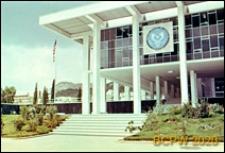 Gmach Ambasady Stanów Zjednoczonych, fragment elewacji frontowej z wejściem, Ateny, Grecja