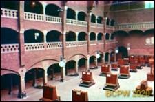 Giełda Berlage przy ulicy Damrak w centrum miasta, wnętrze, sala główna Grote Zaal otoczona arkadowymi krużgankami, Amsterdam, Niderlandy