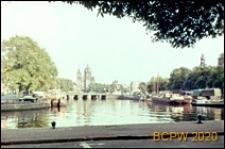 Kanał przy dworcu kolejowym, widok ogólny, Amsterdam, Niderlandy