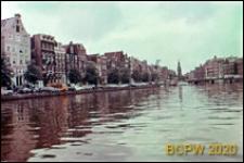 Kanał miejski z zabudowanym nabrzeżem, widok ogólny, Amsterdam, Niderlandy