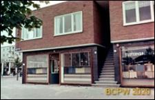 Osiedle mieszkaniowe w dzielnicy Slotervaart w zachodniej części miasta, budynek mieszkalny z parterem sklepowym, Amsterdam, Niderlandy