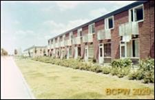 Osiedle mieszkaniowe w dzielnicy Slotervaart w zachodniej części miasta, jednorodzinne domy mieszkalne w układzie szeregowym, Amsterdam, Niderlandy
