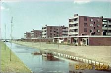 Osiedle mieszkaniowe w dzielnicy Slotervaart w zachodniej części miasta, fragment zabudowy, widok od strony kanału, Amsterdam, Niderlandy