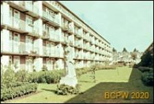 Osiedle mieszkaniowe zbudowane w latach 1920-1930, wnętrze międzyblokowe, Amsterdam, Niderlandy
