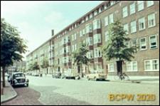 Osiedle mieszkaniowe zbudowane w latach 1920-1930, budynek mieszkalny pięciokondygnacyjny, widok od strony ulicy, Amsterdam, Niderlandy