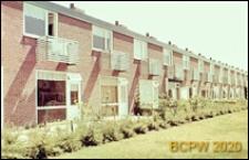 Osiedle mieszkaniowe w dzielnicy Slotervaart w zachodniej części miasta, jednorodzinne domy mieszkalne w zabudowie szeregowej, widok zewnętrzny, Amsterdam, Niderlandy