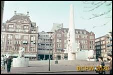 Pomnik na placu Dam ku czci poległych w czasie II wojny światowej, Amsterdam, Niderlandy