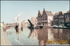 Podnoszony most na kanale, widok ogólny, Haarlem, Niderlandy