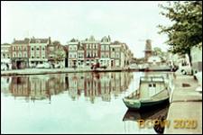 Widok na starą zabudowę mieszkaniową od strony kanału, Leiden, Niderlandy