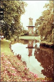 Wiatrak w parku, Leiden, Niderlandy