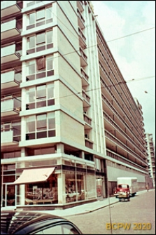Widok naroża budynku mieszkalnego wielokondygnacyjnego, Rotterdam, Niderlandy
