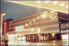 Centrum miasta, neony na fasadzie budynku centrum handlowego, Rotterdam, Niderlandy