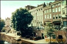 Malownicze kamienice miasta usytuowane wzdłuż kanału, Utrecht, Niderlandy