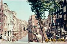 Ciąg kamienic na nabrzeżu kanału, Utrecht, Niderlandy