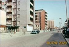 Budynki mieszkalne wzdłuż ulicy, Skopje, Macedonia Północna