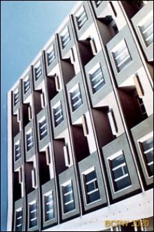 Osiedle Młodych, pięciokondygnacyjny budynek mieszkalny, widok zewnętrzny, zbliżenie, Gdańsk-Wrzeszcz