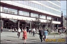 Śródmieście, plac przed Domem Prasy, widok od strony przejścia dla pieszych, Katowice