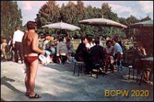 Park Kultury w Powsinie, kawiarnia pod parasolami, Warszawa-Powsin