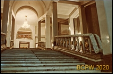 Teatr Wielki Opery i Baletu, widok wnętrza, zbliżenie schodów, Warszawa