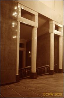 Teatr Wielki Opery i Baletu, widok wnętrza z kolumnami i schodami, Warszawa