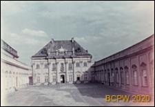"""Pałac """"Pod Blachą"""", widok ogólny od dziedzińca, Warszawa"""