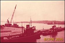Fragment portu z dźwigiem i łodziami, Gdynia