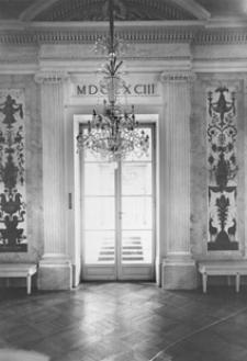 Łazienki Królewskie. Portal w Sali Balowej