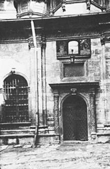 Portal kaplicy Trzech Świętych cerkwi Wołoskiej we Lwowie