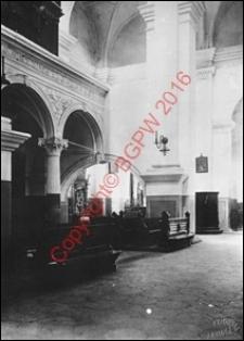 Katedra Zmartwychwstania Pańskiego i św. Tomasza Apostoła. Wnętrze. Widok od strony organów na fragment nawy głównej z przed 1939 roku. Zamość