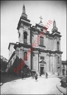 Kościół Stygmatów św. Franciszka Serafickiego. Widok od strony fasady frontowej z 1922 roku. Warszawa